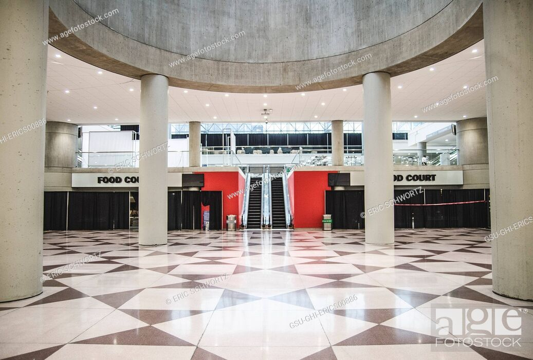 Photo de stock: Lower Level Food Court Interior and Escalator, Javits Center, New York City, USA.