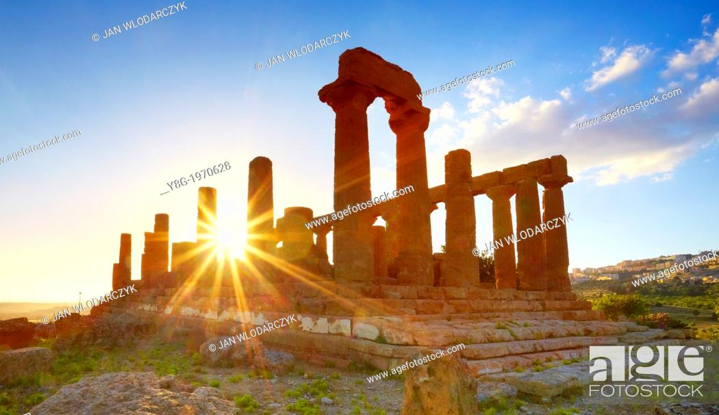 Imagen: Temple of Hera in Valley of Temples (Valle dei Templi), Agrigento, Sicily, Italy UNESCO.