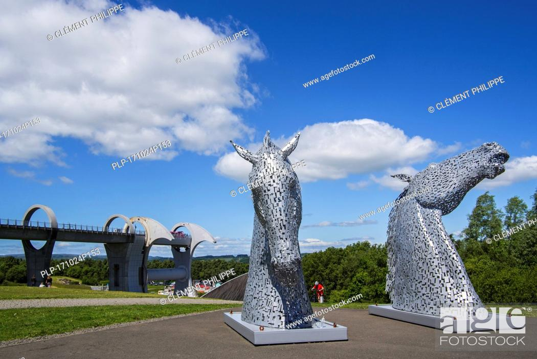 Stock Photo: The Kelpies, horse-head sculptures at the Falkirk Wheel, rotating boat lift in Stirlingshire, Scotland, UK.