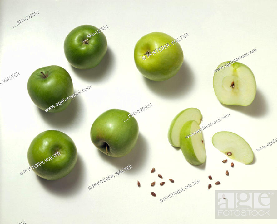 Imagen: Whole and Sliced Granny Smith Apples.