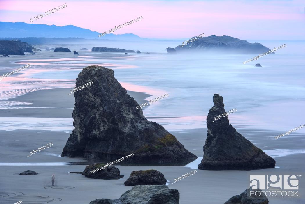 Stock Photo: Sea stacks and surf at Bandon Beach at dawn, Bandon, Oregon, USA.