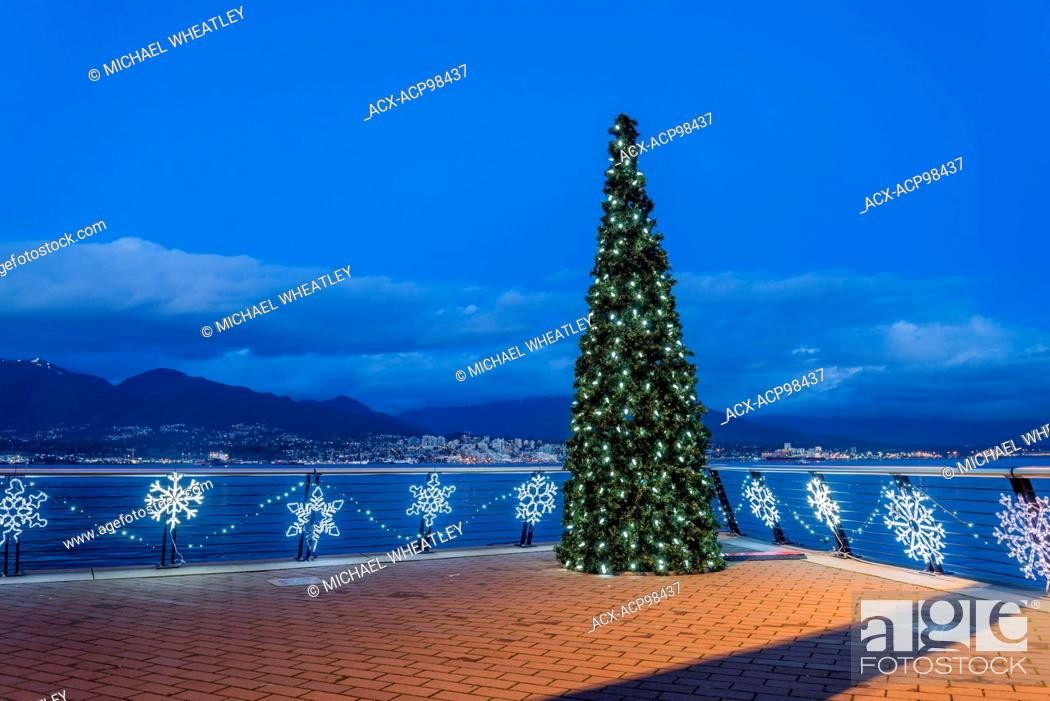 Imagen: Christmas tree, Vancouver Convention Centre, , Vancouver, British Columbia, Canada.