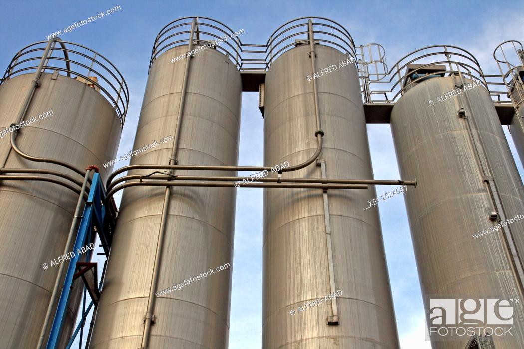 Imagen: chemical industrial facility, Baix Llobregat, Catalonia, Spain.