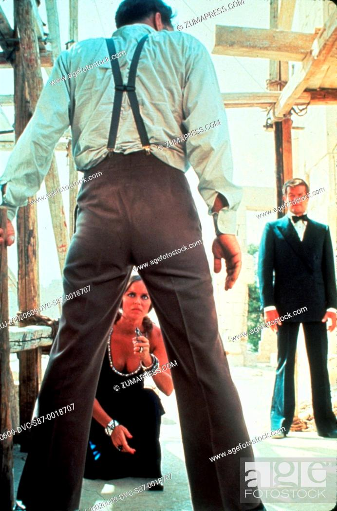 Stock Photo: 1977, Film Title: SPY WHO LOVED ME, Director: LEWIS GILBERT, Pictured: BARBARA BACH, LEWIS GILBERT, JAMES BOND. (Credit Image: SNAP/ZUMAPRESS.com).