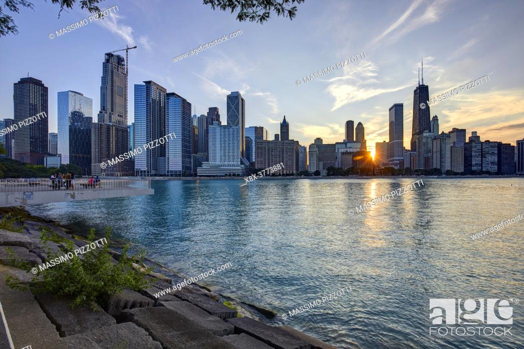Stock Photo: Chicago Skyline at sunset, Chicago, Illinois, United States.