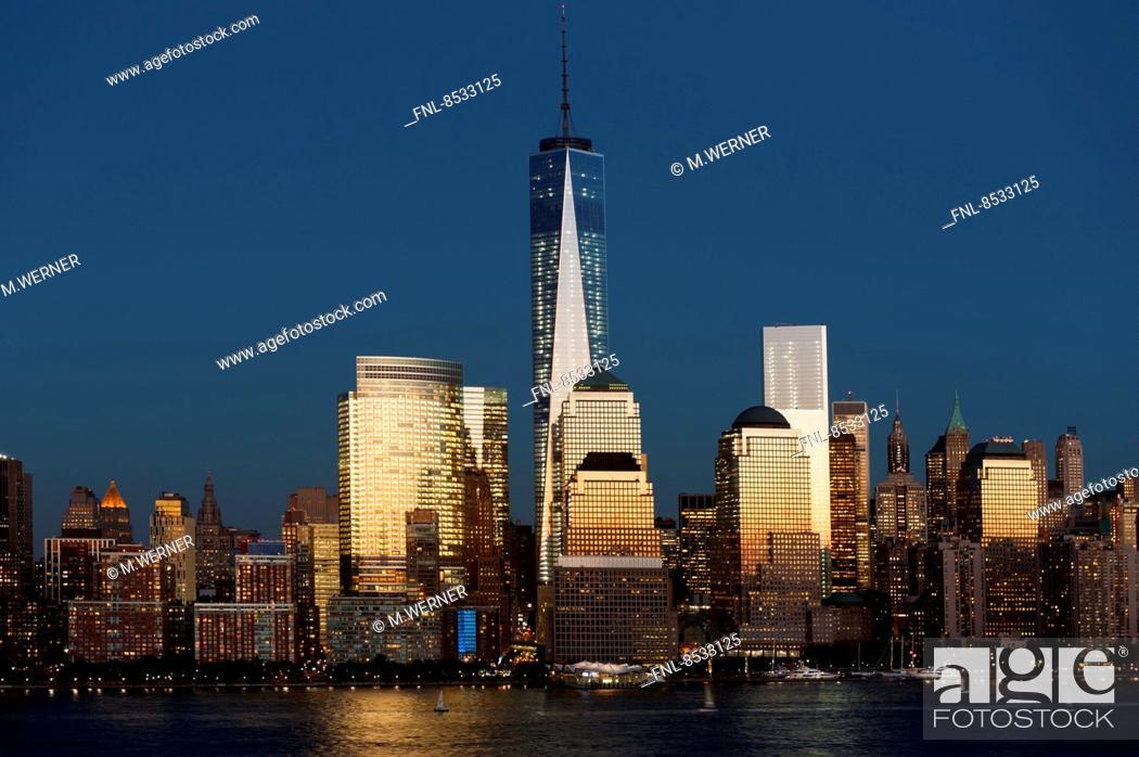 Stock Photo: Skyline of Manhattan mit One World Trade Center, New York, USA.