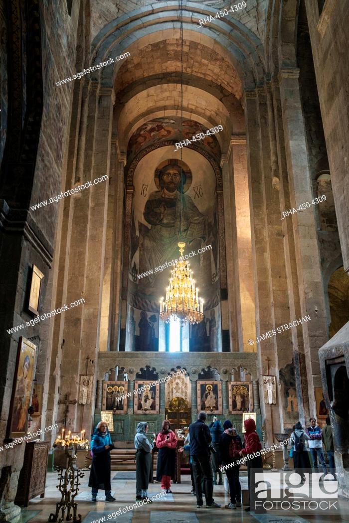Photo de stock: Nave of 11th century Svetitskhoveli Cathedral, UNESCO World Heritage Site, Mtskheta, Georgia, Central Asia, Asia.