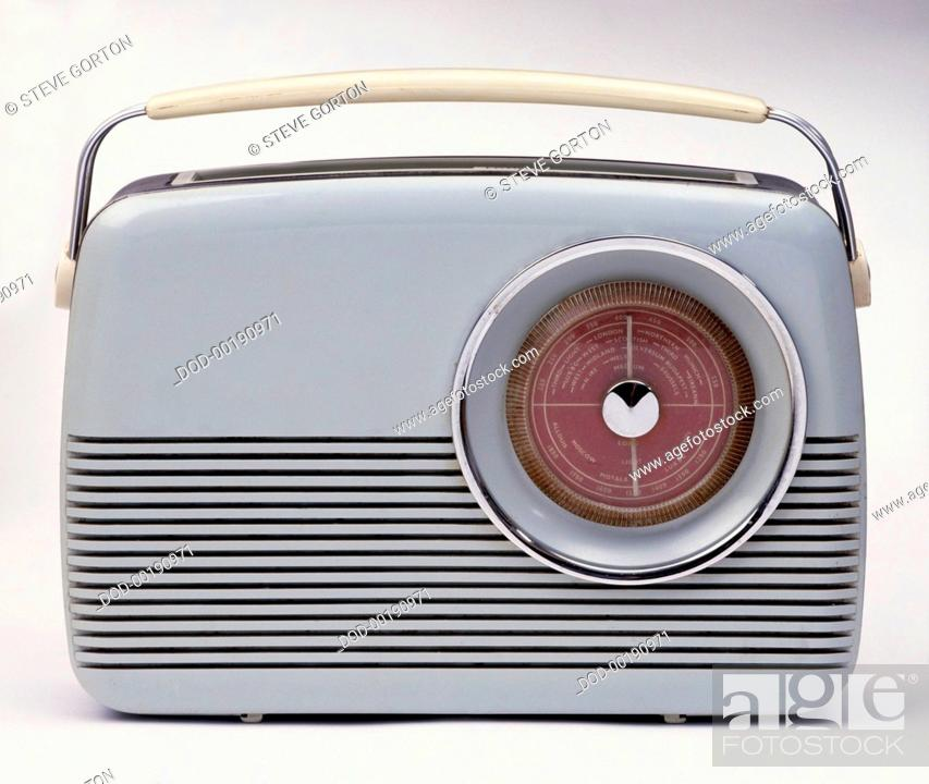 Imagen: Old fashioned grey plastic and metal portable radio with handle.