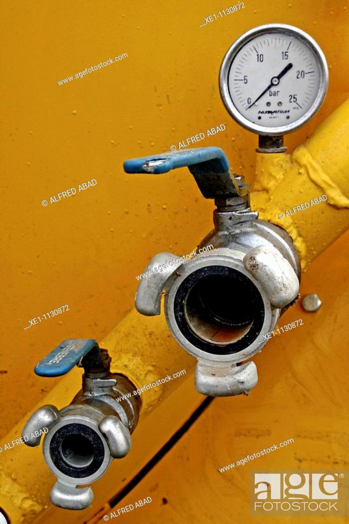 Stock Photo: barometer, the taking of water from a tank.