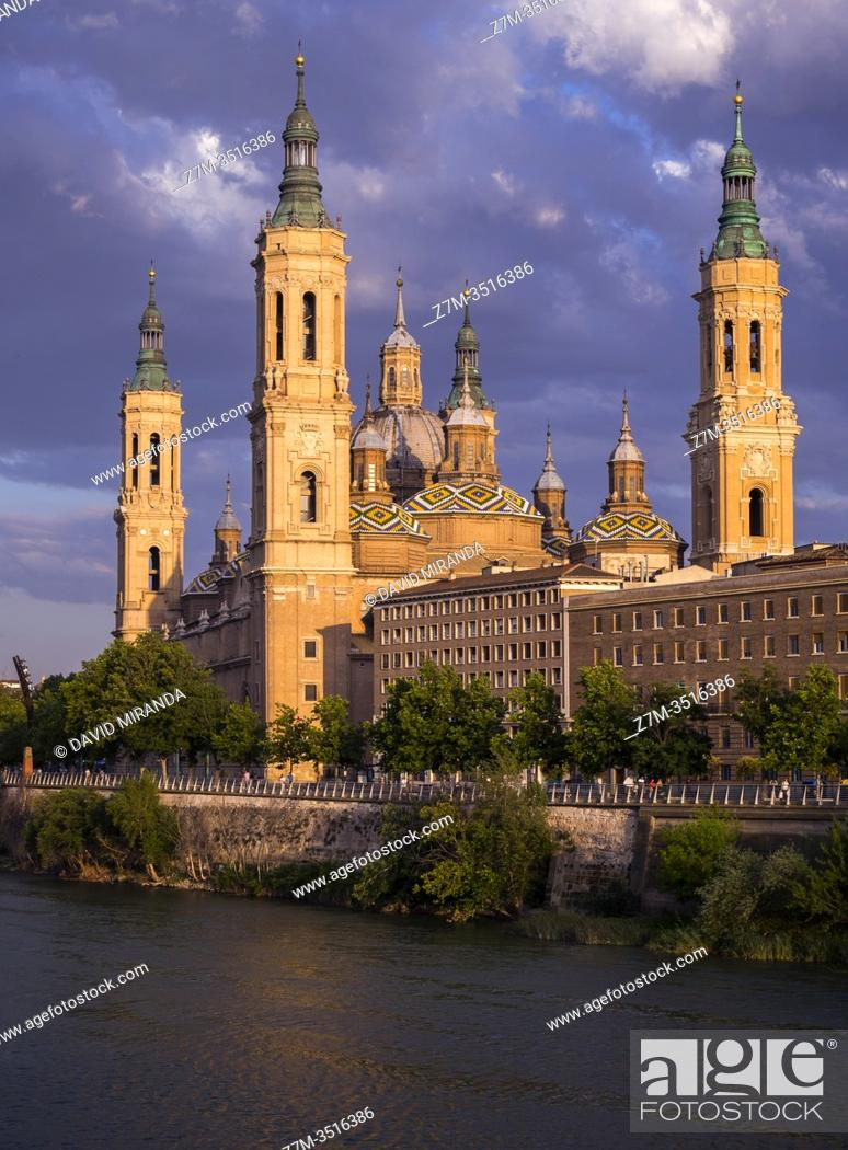Stock Photo: Basílica de Nuestra Señora del Pilar. Zaragoza. Aragón. España.