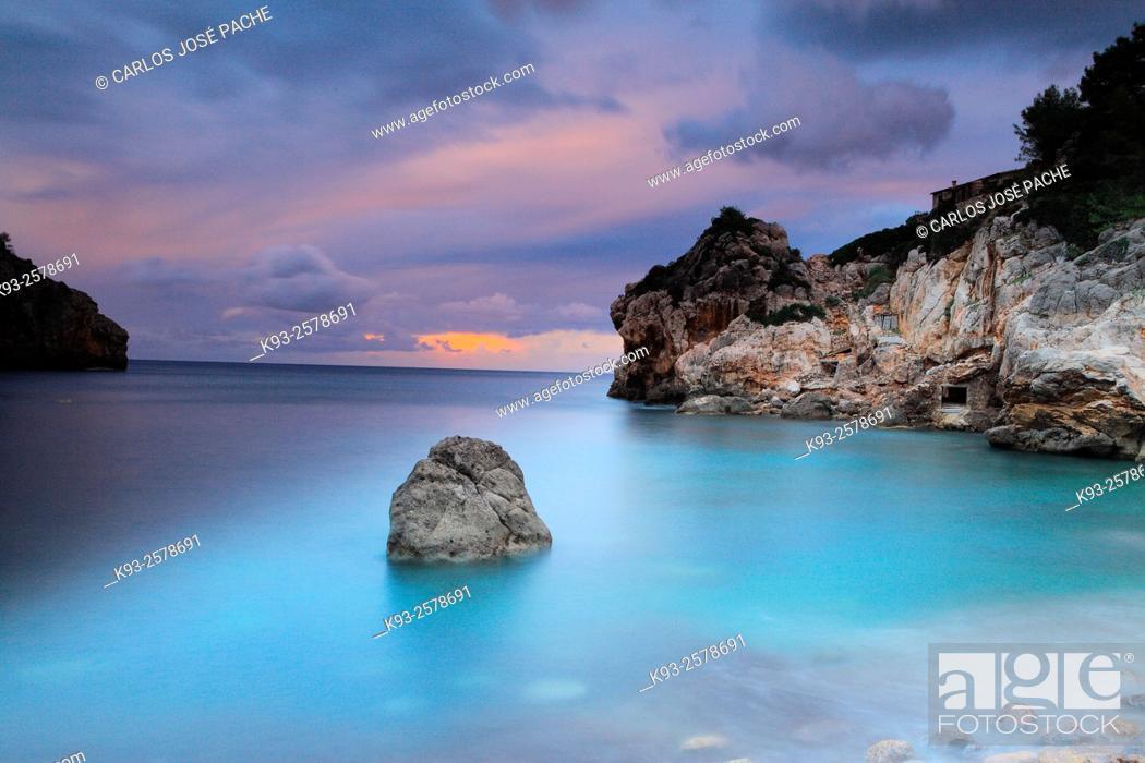 Imagen: Cove in the evening after a storm, Serra de Tramuntana, Deia, Majorca, Balearic Islands, Spain.