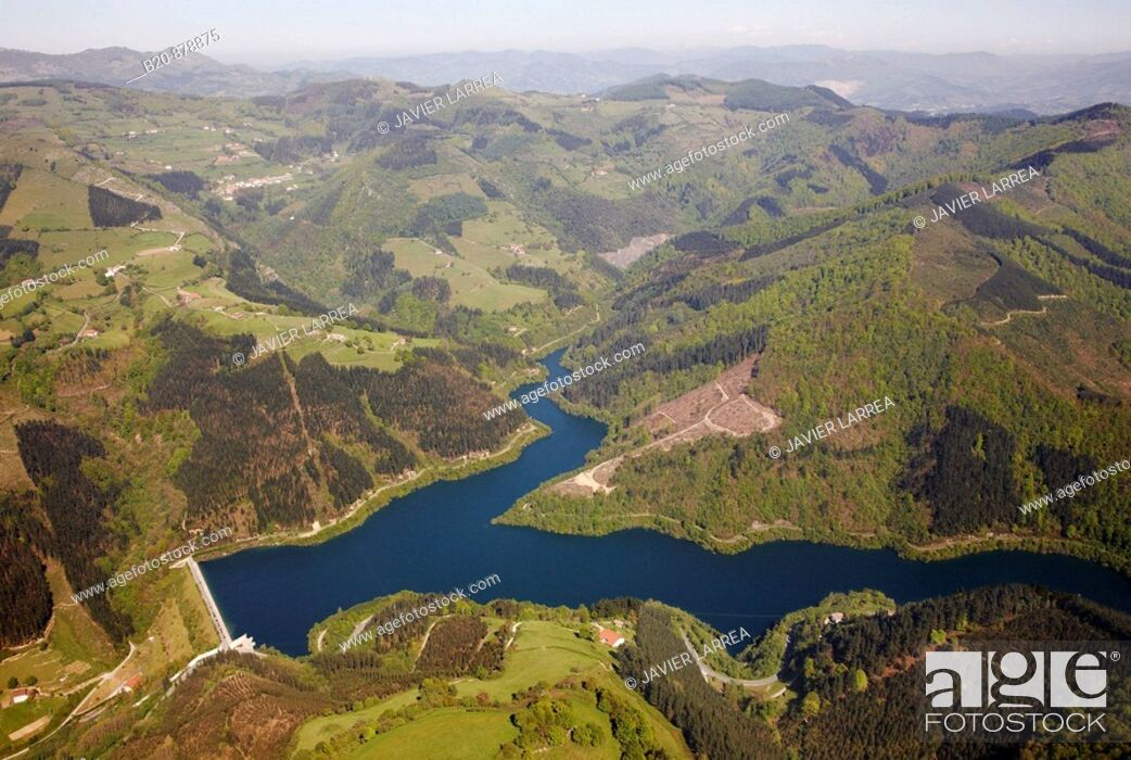 Photo de stock: Ibaieder reservoir, Nuarbe, Azpeitia, Guipuzcoa, Basque Country, Spain.