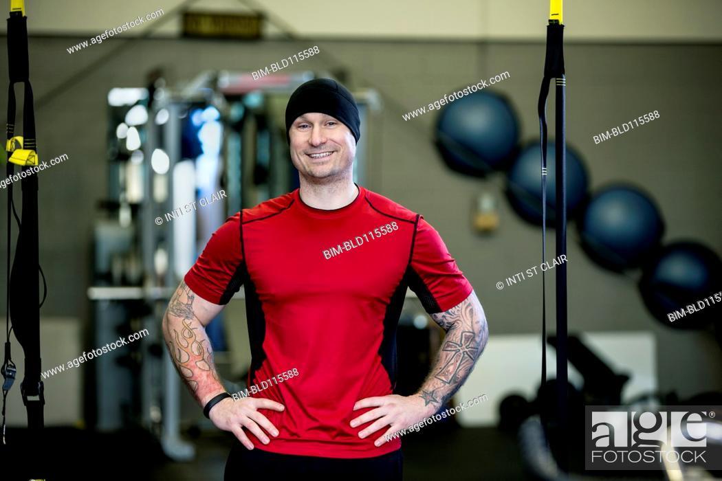 Imagen: Caucasian man smiling in gym.