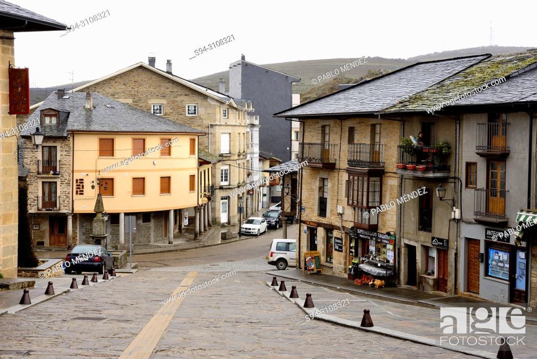 Imagen: Costanilla street or square in Puebla de Sanabria, Zamora, Spain.