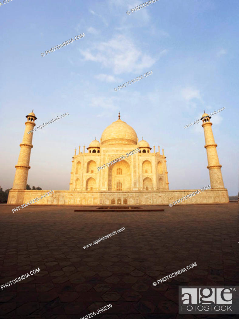 Stock Photo: Low angle view of a mausoleum, Taj Mahal, Agra, Uttar Pradesh, India.