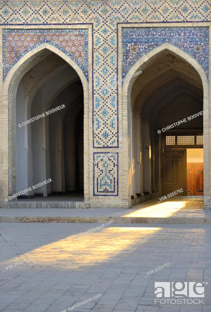 Imagen: Uzbekistan, Unesco World Heritage Site, Bukhara, Kalon mosque, The courtyard at sunset.