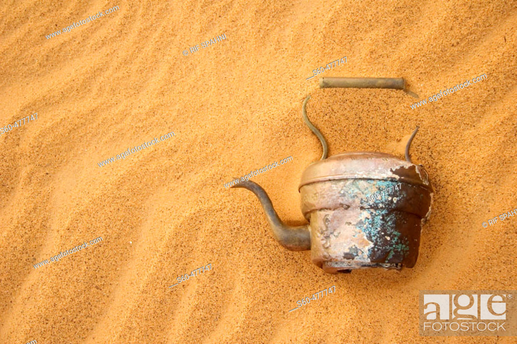 Stock Photo: Abandoned tea pot in the Argelian desert. Hamada of Tinduf. Half covered by sand. Tinduf. Argelia.