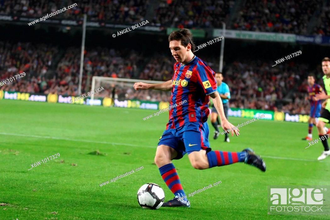Stock Photo: Barcelona, Camp Nou Stadium, 25/10/2009, Spanish League, FC Barcelona vs. Real Zaragoza, Leo Messi.