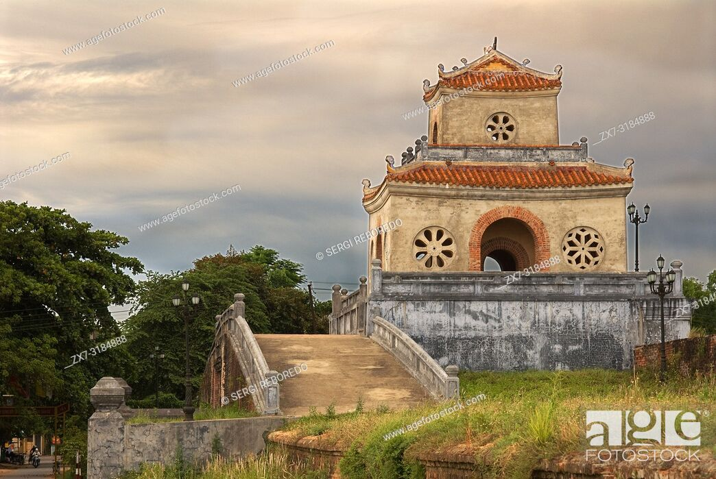 Imagen: Citadel on the Northern bank of the Perfume River. Hue, Vietnam. Hue Citadel Gates, The Imperial City, Hue, UNESCO World Heritage Site, Vietnam, Indochina.