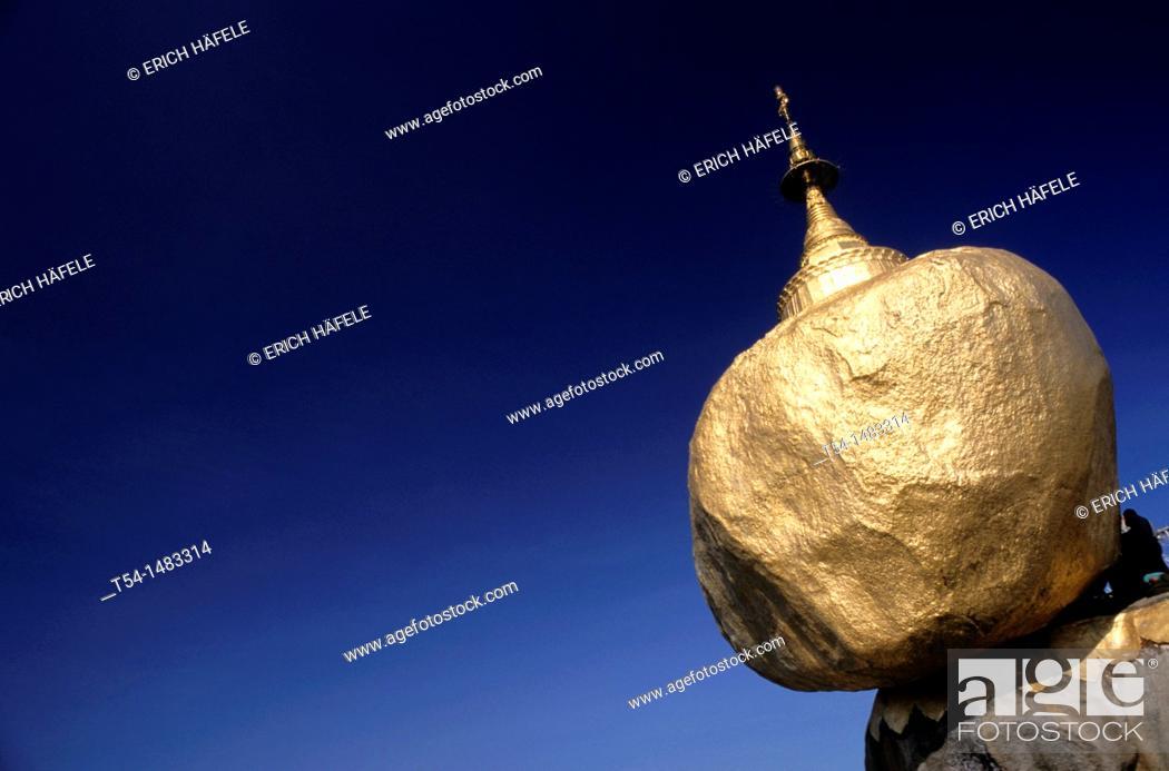 Stock Photo: Golden Rock in Kyaikto.