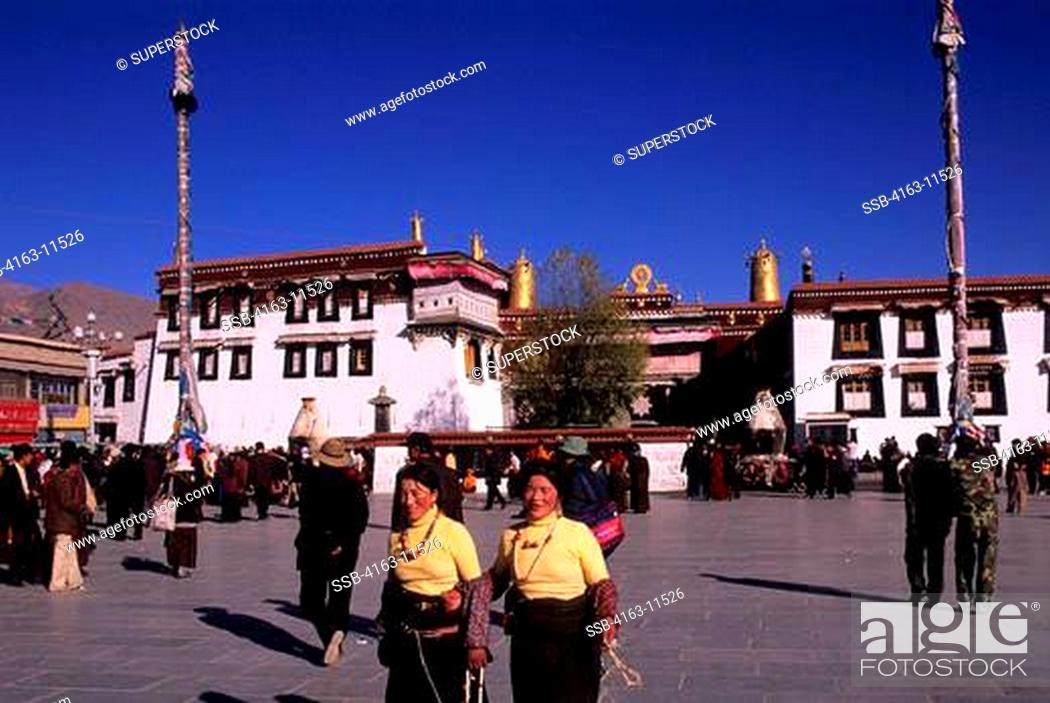 Stock Photo: CHINA, TIBET, LHASA, BORKHAR MARKET, JOKHANG TEMPLE IN BACKGROUND.