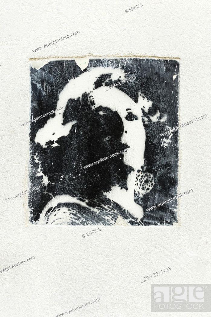 Imagen: stencil graffito of amalia rodrigues, portuguese fado queen, lagos, algarve, portugal.