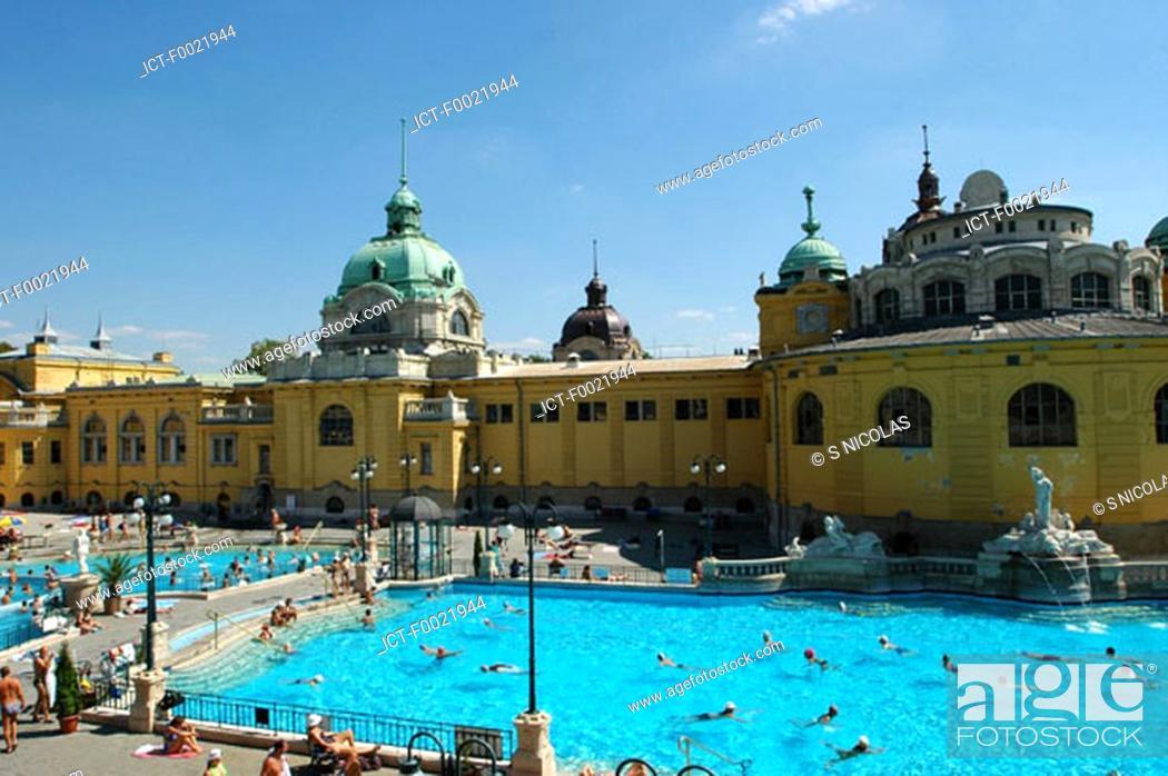 Stock Photo: Hungary, Budapest, SzÚchenyi Bath, swimming pool.
