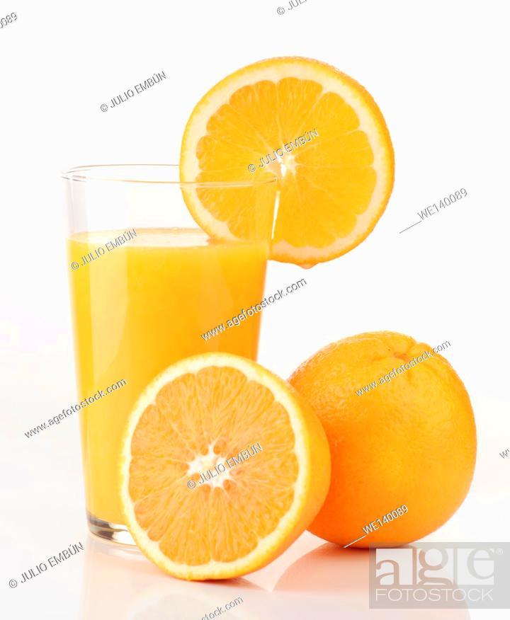 Photo de stock: glass of orange juice and orange pieces.