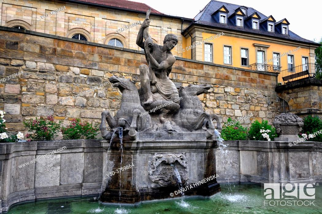 Imagen: Wittelsbacher fountain opposite the Margravial Opera House, Opernstrasse, Castle church's vicarage in the background, Bayreuth, Upper Franconia, Bavaria, Bayern.