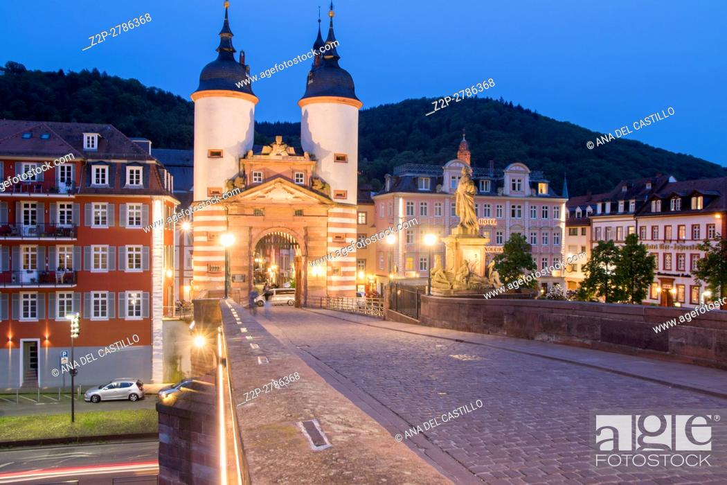 Imagen: Carl Theodor Old Bridge in Heidelberg by dusk, Germany.
