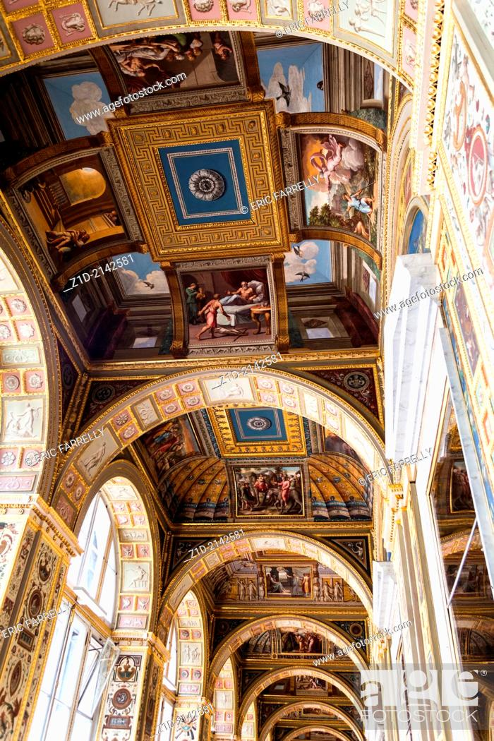 Imagen: Interior artworks, decor and architecture. The hermitage St Petersburg Russia.