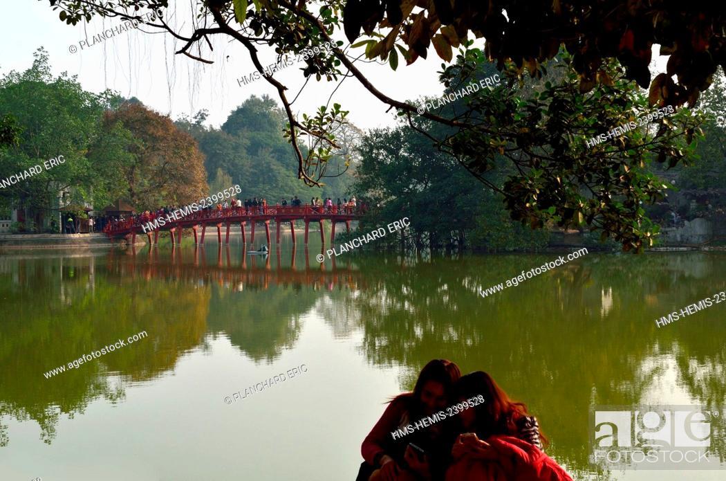 Stock Photo: Vietnam, Hanoi, the Hoan Kiem lake and the red bridge.
