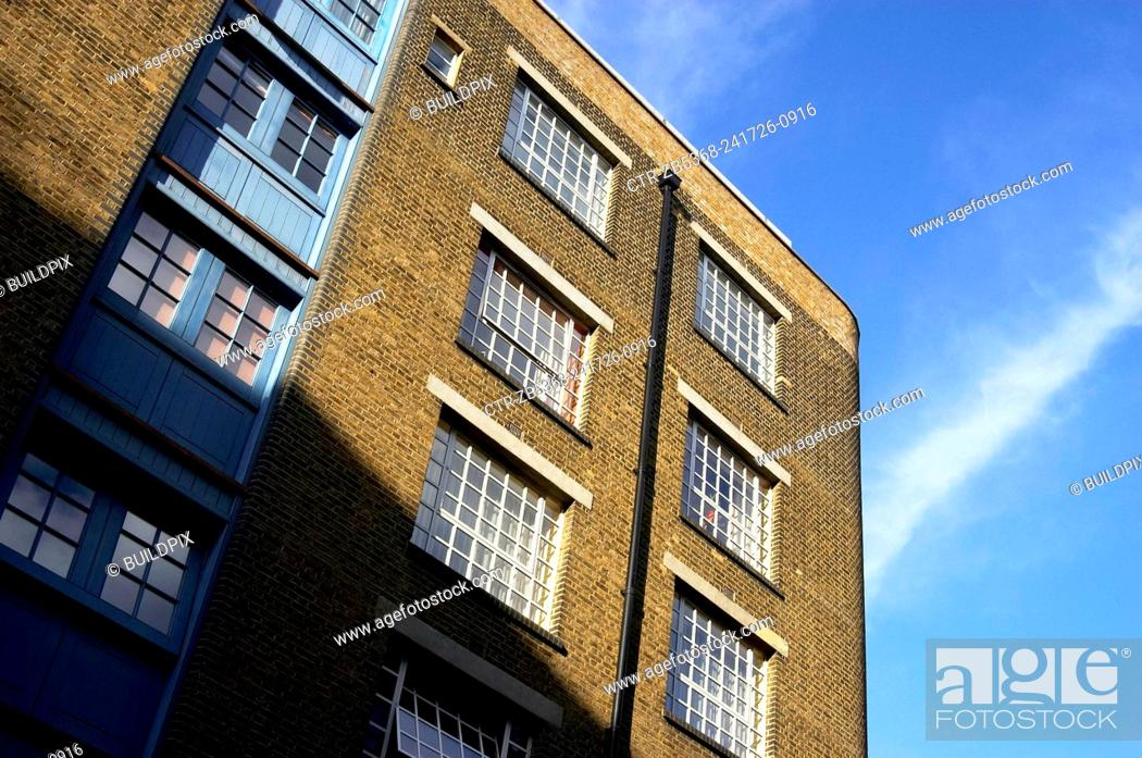 Stock Photo: London regeneration. Victorian warehouses in the dockland area reconverted in expensive flats.