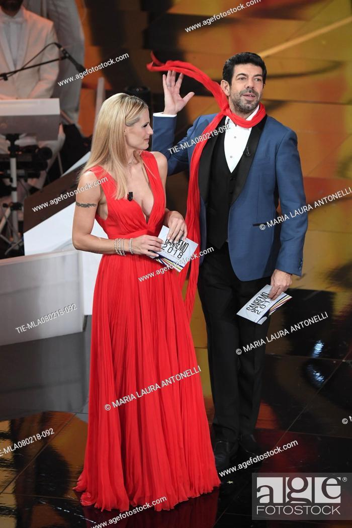 Imagen: Michelle Hunziker, Pierfrancesco Favino at the 68th Sanremo Music Festival, Sanremo, ITALY-07-02-2018.