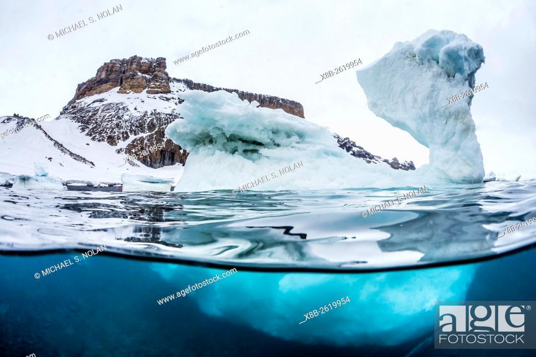 Imagen: Above and below water view of Brown Bluff, Antarctic Sound, Antarctica.