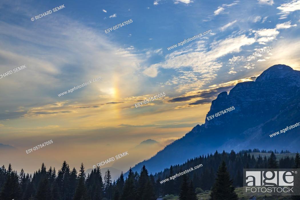 Imagen: Dolomites on Italian and Slovenian border around mountain Monte Ursic with 2541 m in Julian Alps.