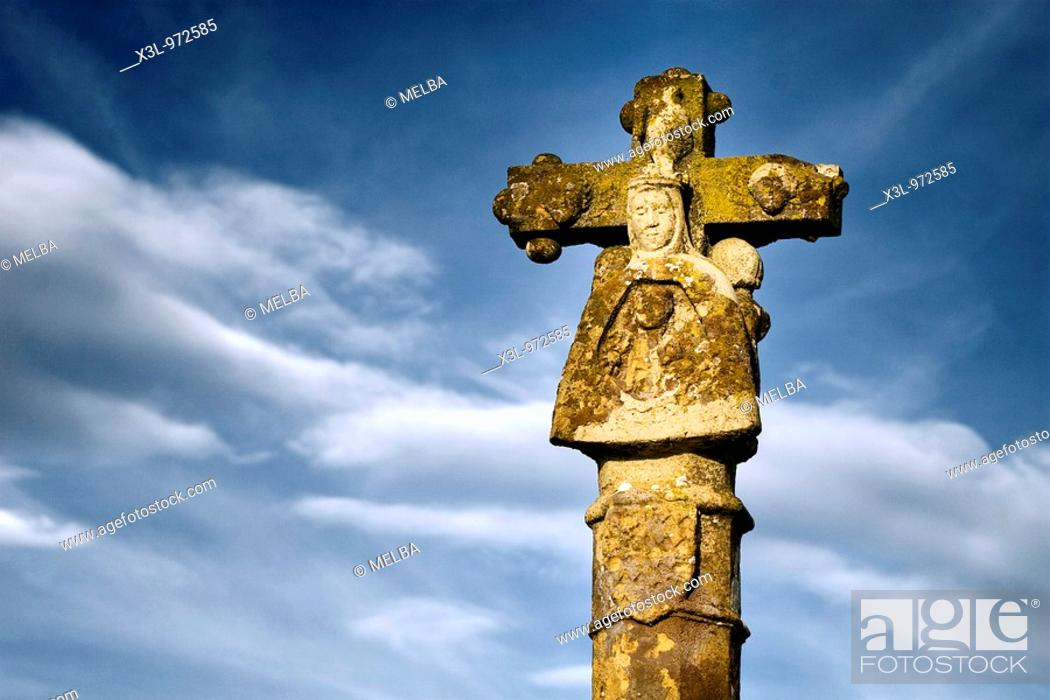Stock Photo: Stone cross of Ujue.