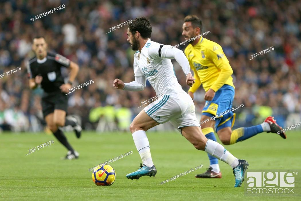 Stock Photo: MADRID, SPAIN. November 05, 2017 - Isco with the ball. Real Madrid defeated Las Palmas 3-0 with an spectacular goal from Asensio with Casemiro and Isco also.