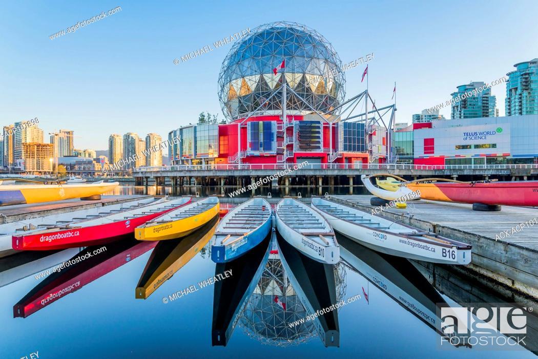 Imagen: Dragonboats near,Telus Science World, False Creek, Vancouver, British Columbia, Canada.