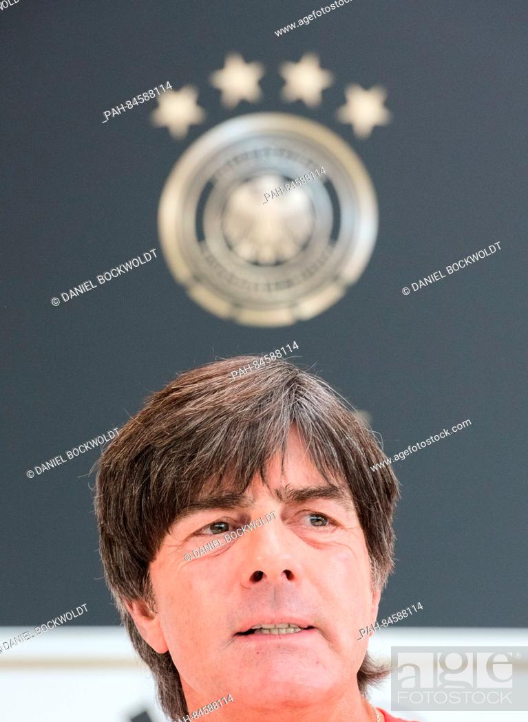 Imagen: Germany coach Joachim Loew speaking at a press conference in Hamburg, Germany, 7 October 2016. Germany face the Czech Republic in a World Cup qualifier on 08.