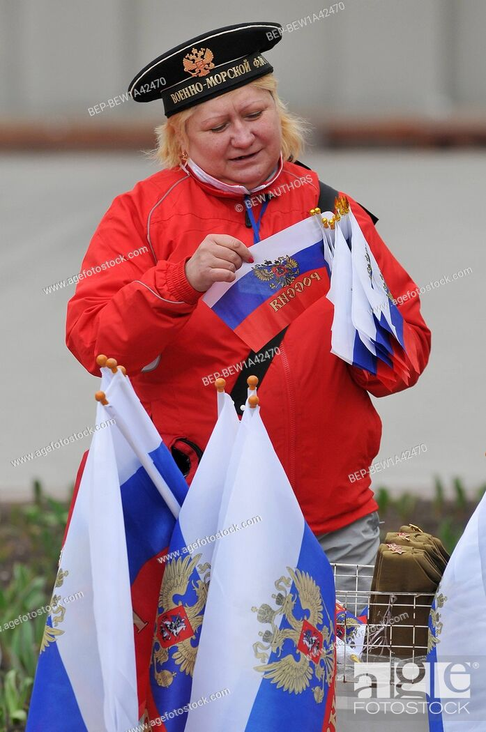 Imagen: Russia, Moscow, Women with russian flags of the Russian Communist Party participate in the 1st of May Day parade in Moscow.