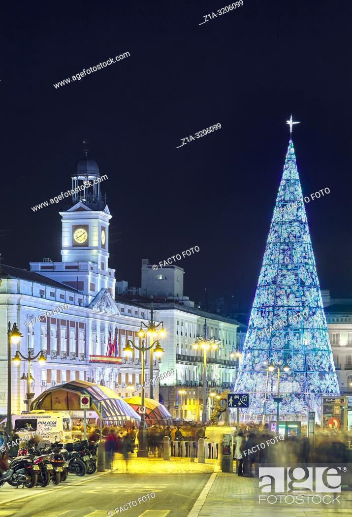 Imagen: Christmas tree at Puerta del sol square. Madrid. Spain.