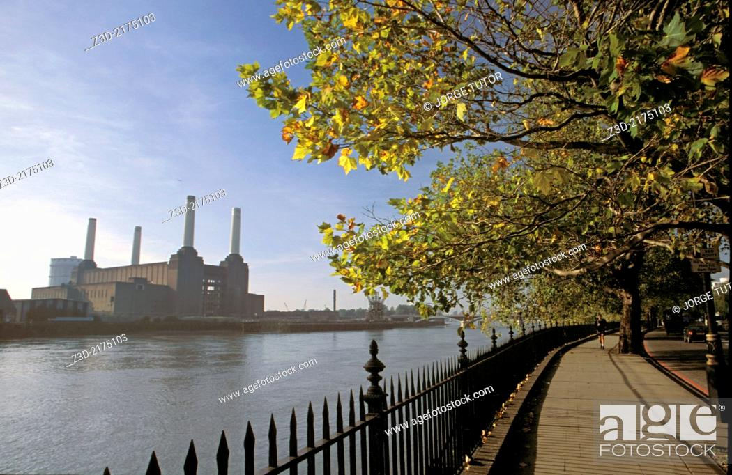 Imagen: Walk beside the River Thames overlooking Battersea Power Station, London, UK.