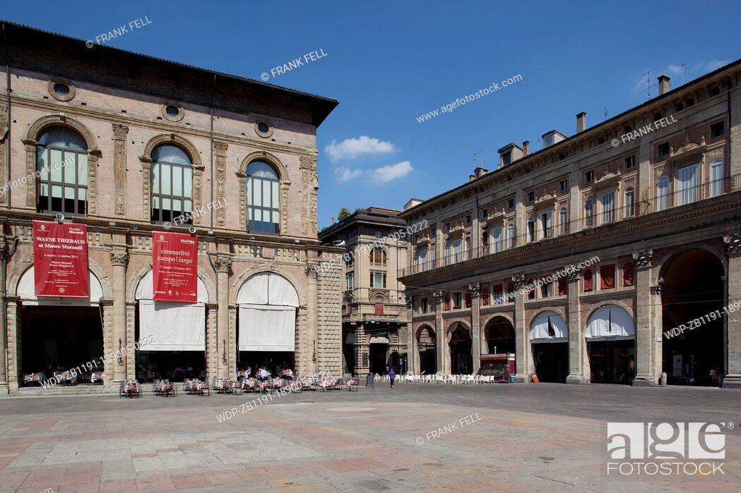 Imagen: Italy, Emilia-Romagna, Bologna, Piazza Maggiore, Podesta Palace.
