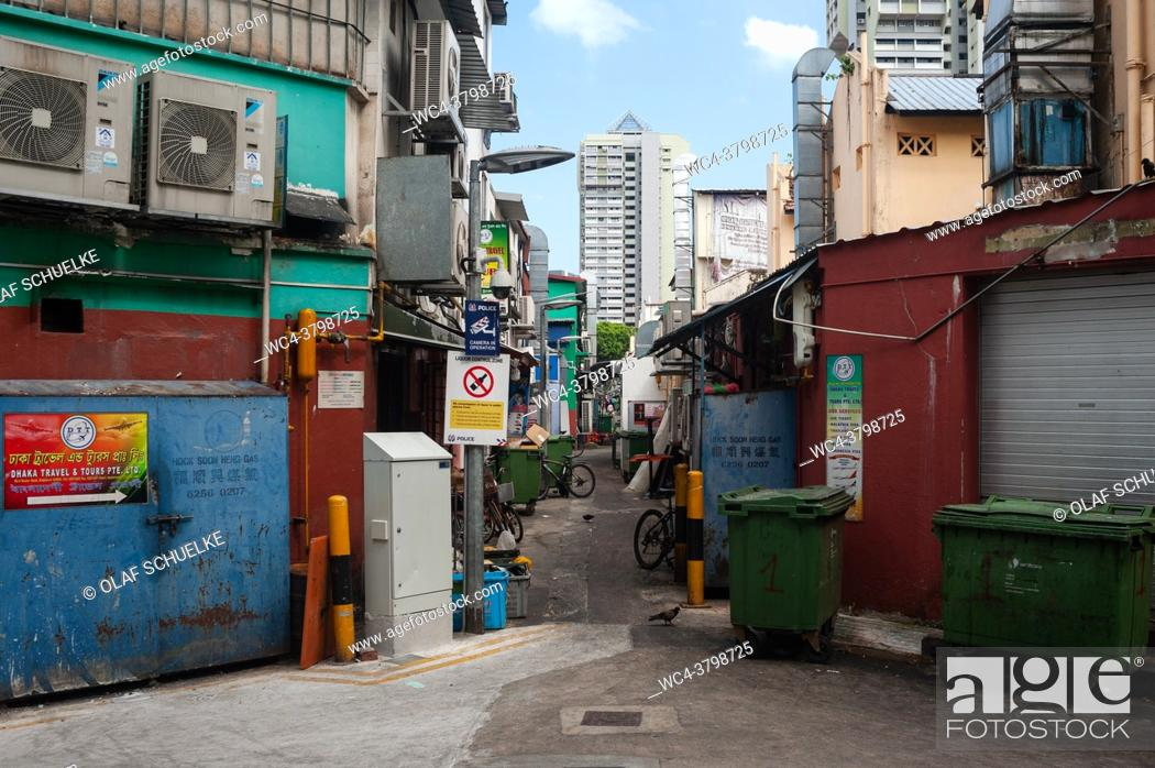 Imagen: Singapore, Republic of Singapore, Asia - View into a narrow and quiet side street in Little India city district.