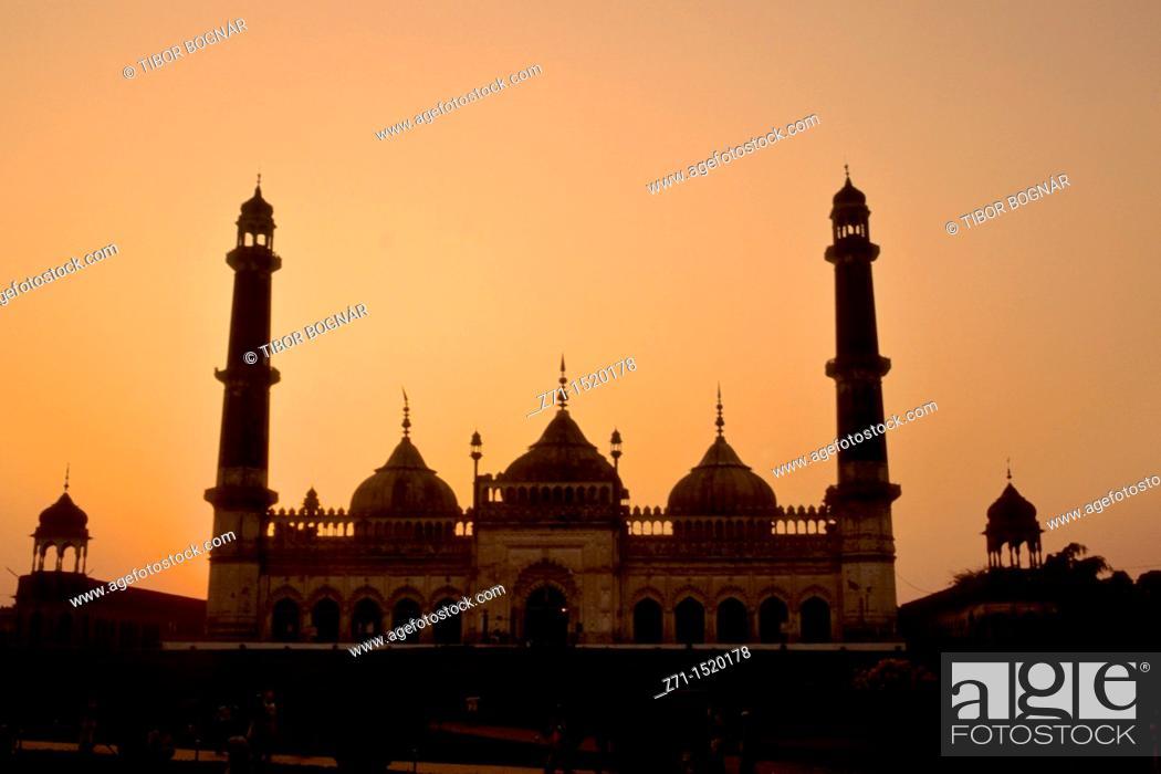 Stock Photo: India, Uttar Pradesh, Lucknow, Bara Imambara, mosque.