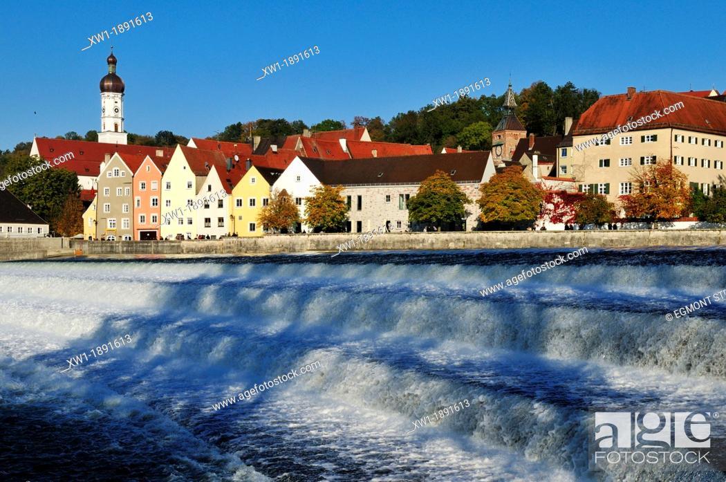 Imagen: view over Lech river towards Landsberg oldtown, Upper Bavaria, Germany, Europe.