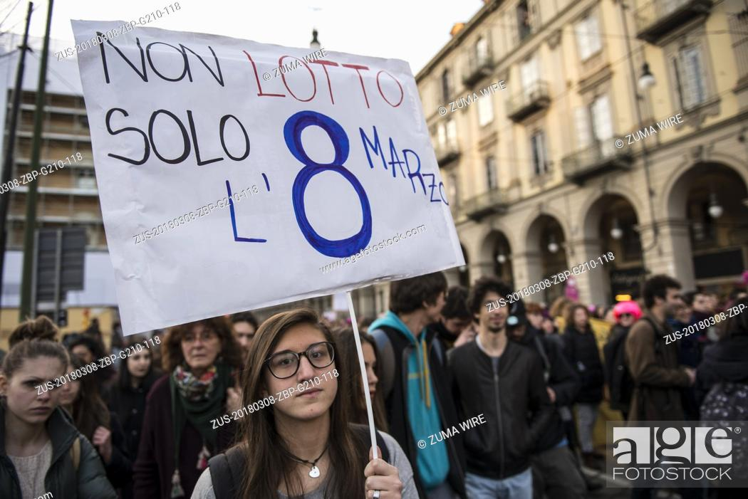 Photo de stock: March 8, 2018 - Turin, Piedmont, Italy - Turin, Italy-March 8, 2018: Procession of March 8 for the Women's Day in Turin (Credit Image: © Stefano Guidi via ZUMA.