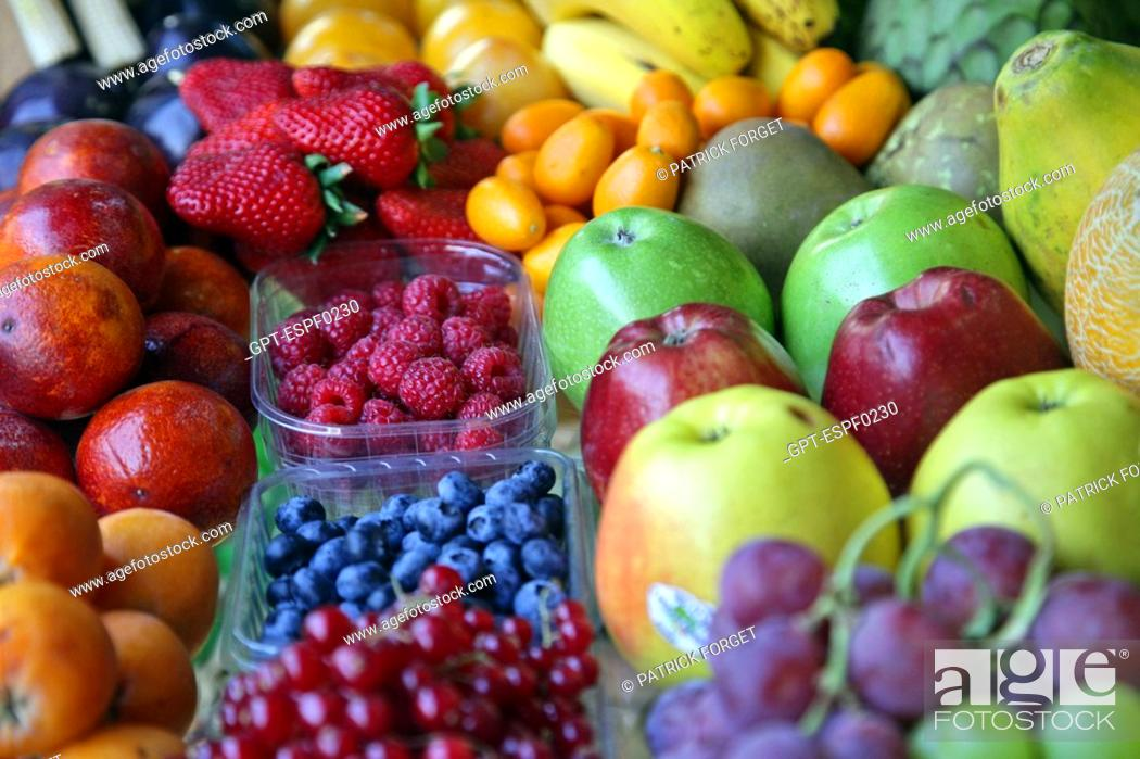 Stock Photo: FRUIT STALL IN A GROCERY SHOP, CALLE BARBARA DE BRAGANZA, MADRID, SPAIN.