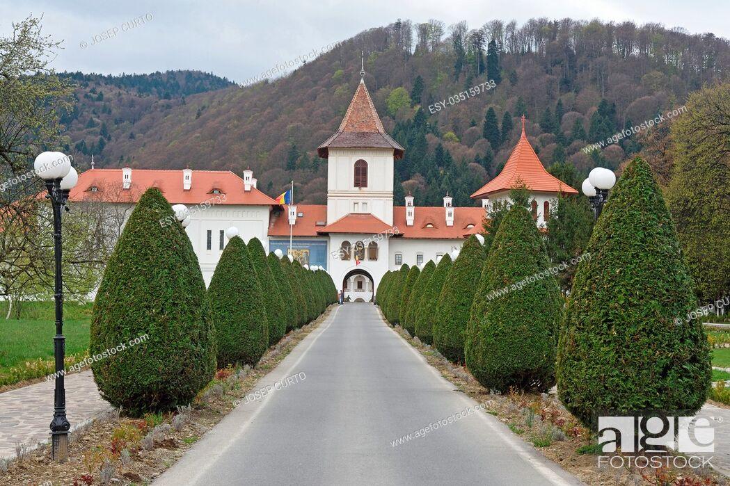 Photo de stock: facade of Sambata de Sus; monastery, Transylvania, Romania.